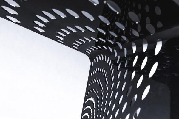 mały stolik stalowy - metal design art